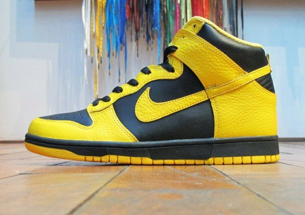 black yellow nike dunks