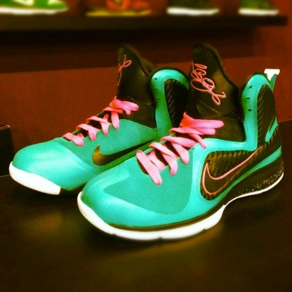 nike-lebron-9-south-beach-custom-by-mache-2