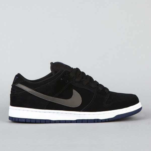 nike dunk low black and white