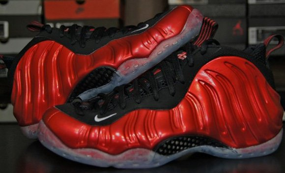 Video: Nike Air Foamposite One Metallic Red