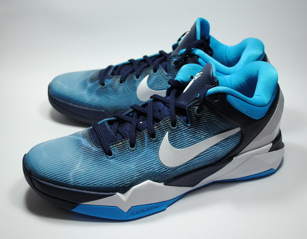 "Nike Zoom Kobe VII ""Shark"" NYC Midnight Madness Release"