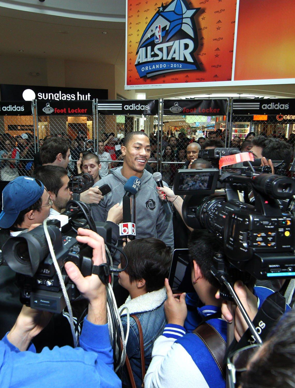 derrick-rose-fan-appearances-all-star-weekend-2012-1