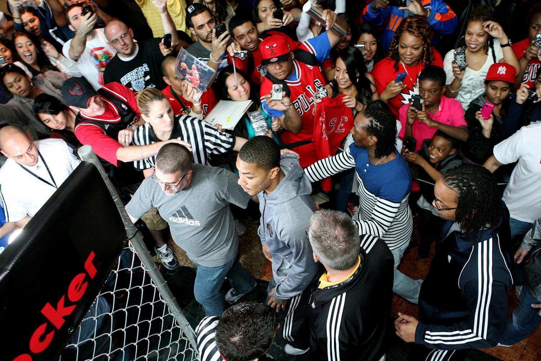 derrick-rose-fan-appearances-all-star-weekend-2012-4