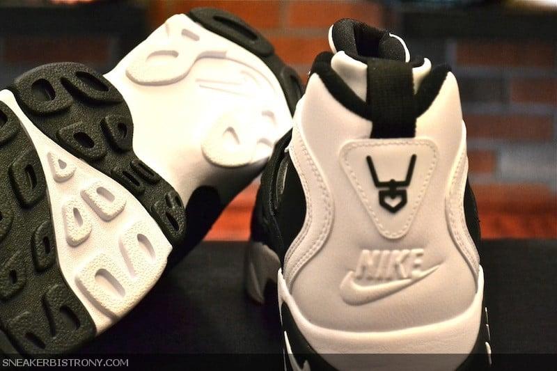 Nike Air Diamond Turf II 'Black/White' - Now Available