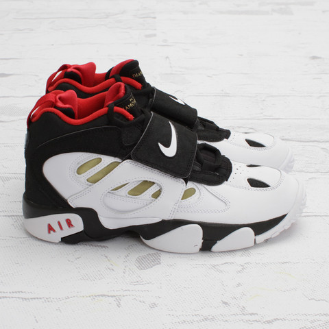 Nike Air Diamond Turf 2 'Black/White-Metallic Gold' - Another Look