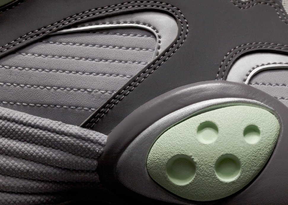 low priced e68f8 0c963 Nike Air Flight One QS  Glow In The Dark  - Official Images