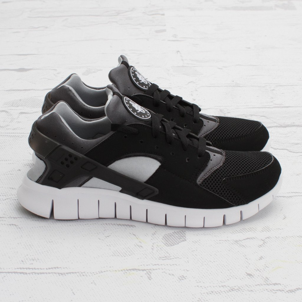 nike huarache free run black and white