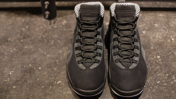 Air Jordan X (10) 'Stealth' Hitting Overseas Retailers