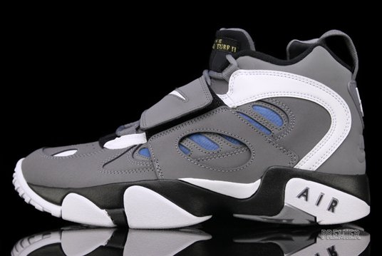 Release Reminder: Nike Air Diamond Turf II 'Cool Grey'