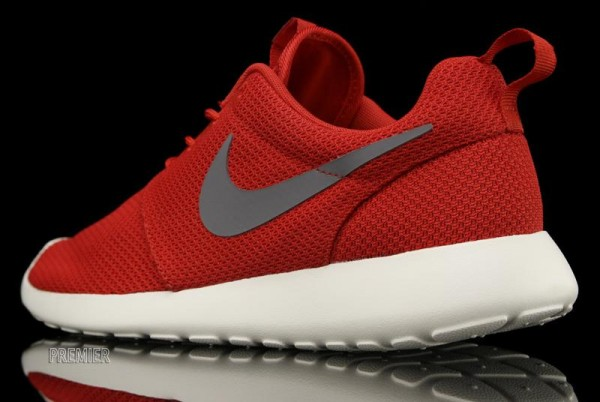 Nike Rosche Run 'Sport Red' - Now Available at Premier