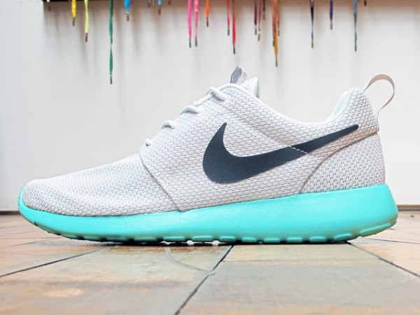 Nike Rosche Run 'Pure Platinum/Calypso' - Now Available at 21 Mercer