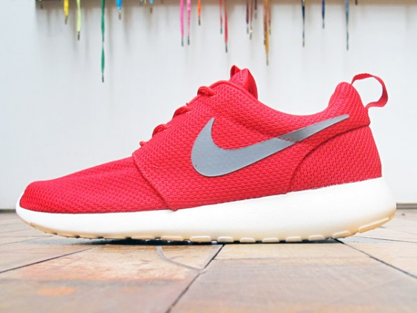 Nike Rosche Run 'Sport Red' - Now Available at 21 Mercer