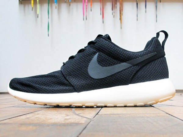 Nike Rosche Run 'Black/Sail' - Now Available at 21 Mercer