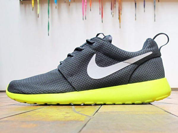 promo code c2411 acb34 Nike Rosche Run  Anthracite Cyber  - Now Available at 21 Mercer