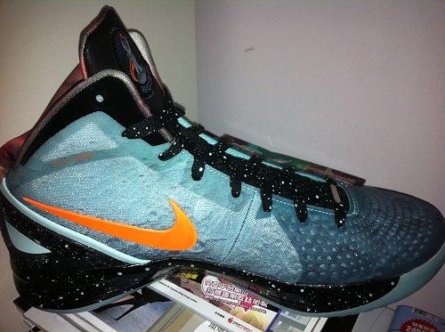 Nike Zoom Hyperdunk 2011 Supreme 'Galaxy' Hitting Overseas Retailers