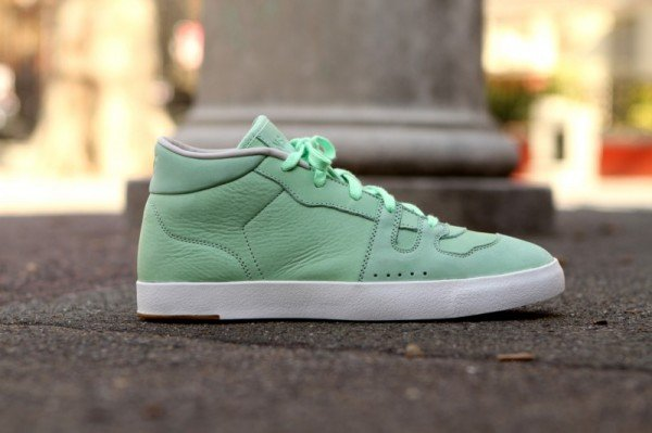 Nike Manor PRM NSW 'Fresh Mint' - Now Available at Kith Manhattan