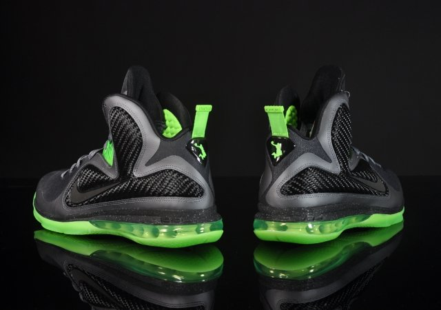 Nike LeBron 9 'Dunkman' - Another Look | SneakerFiles