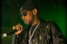 Celebrity Sneaker Watch: Fabolous on Stage in 'Galaxy' Foamposites