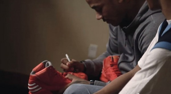derrick-rose-adidas-surprise-fan-at-all-star-weekend-3