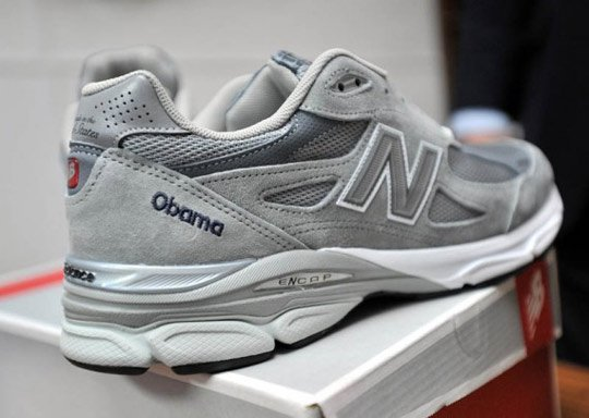 president-barack-obama-receives-custom-made-in-usa-new-balance-990-2