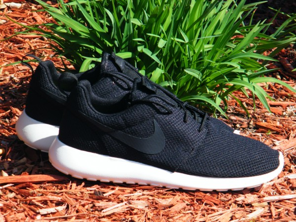 Nike Rosche Run 'Black/Anthracite-Sail' - Now Available