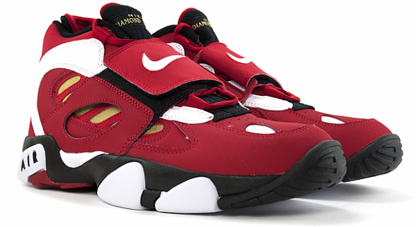 Release Reminder: Nike Air Diamond Turf II 'Varsity Red/White-Metallic Gold'