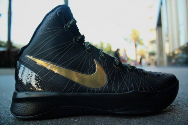 Nike Zoom Hyperdunk Elite 'Away' Arriving at Retailers