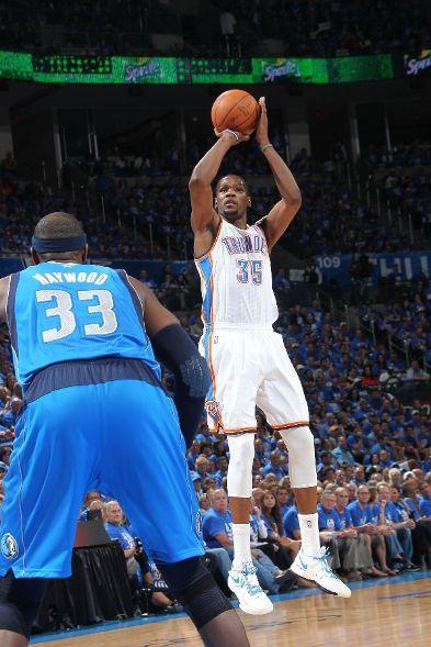 Kevin Durant Hits Game-Winner in PE Signature Kicks