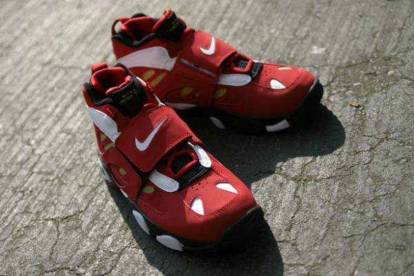 15db52181e66 Nike Air Diamond Turf II  Varsity Red White-Metallic Gold  - One ...