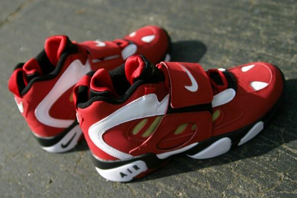 Nike Air Diamond Turf II 'Varsity Red/White-Metallic Gold' - One Last Look