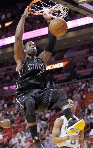 Dwyane Wade Laces Up 'Marquette' PE Fly Wade