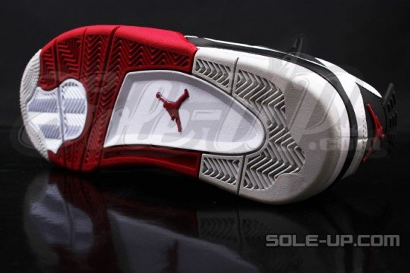 Air Jordan 4 'Fire Red' - New Images