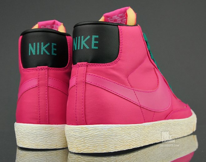Nike Blazer High VNTG 'Voltage Cherry/Voltage Cherry-Lush Teal-Black'