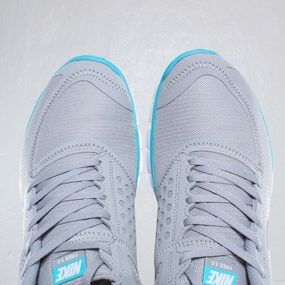 a3be62b5ddb6 Nike Free 5.0 V4  Wolf Grey White-Turquoise Blue