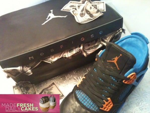 air-jordan-4-cavs-sneaker-cake-3