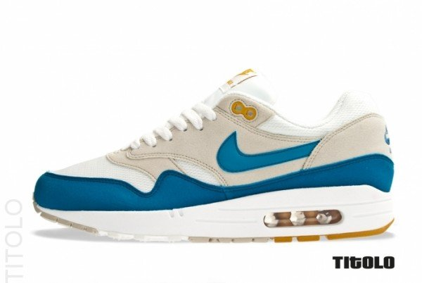 nike-air-max-1-summit-white-shaded-blue-sandtrap-1