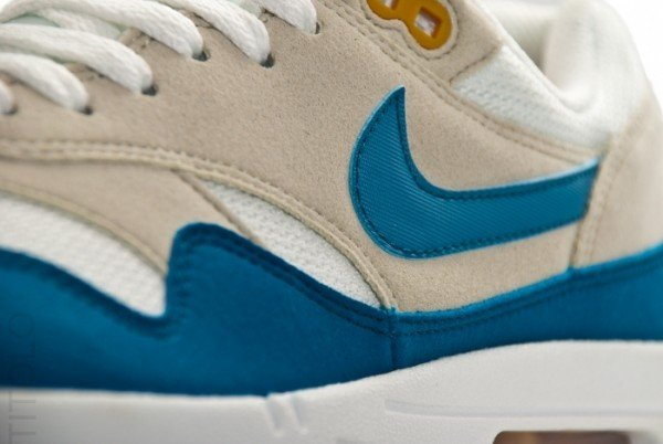 nike-air-max-1-summit-white-shaded-blue-sandtrap-2