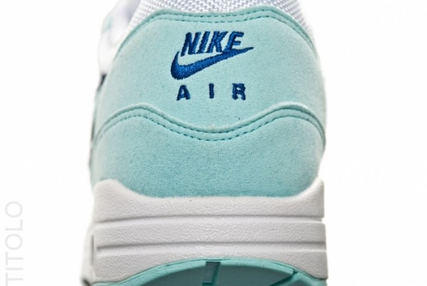 nike-wmns-air-max-1-white-mint-candy-obsidian-4