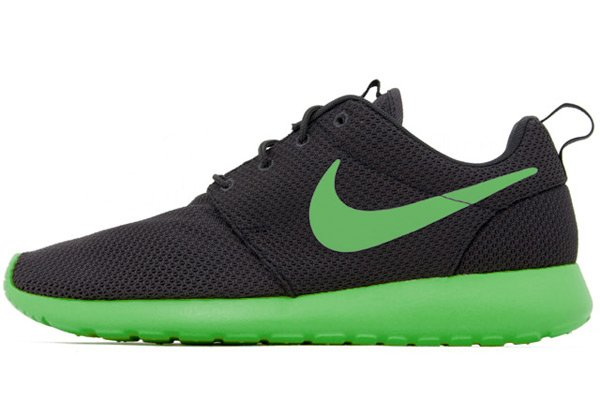 nike roshe green and black