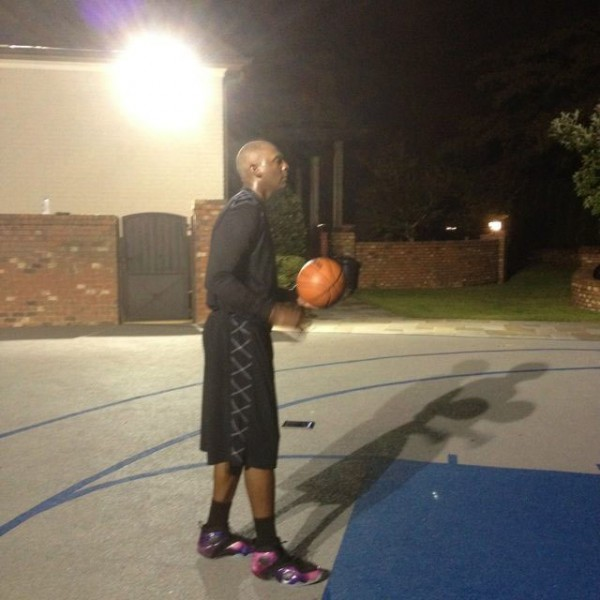 Penny Hardaway Shoots Outdoors in 'Galaxy' Zoom Rookie LWP