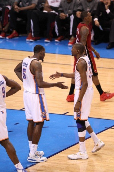 kendrick-perkins-wears-military-blue-air-jordan-4-2