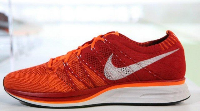nike flyknit trainer orange blue