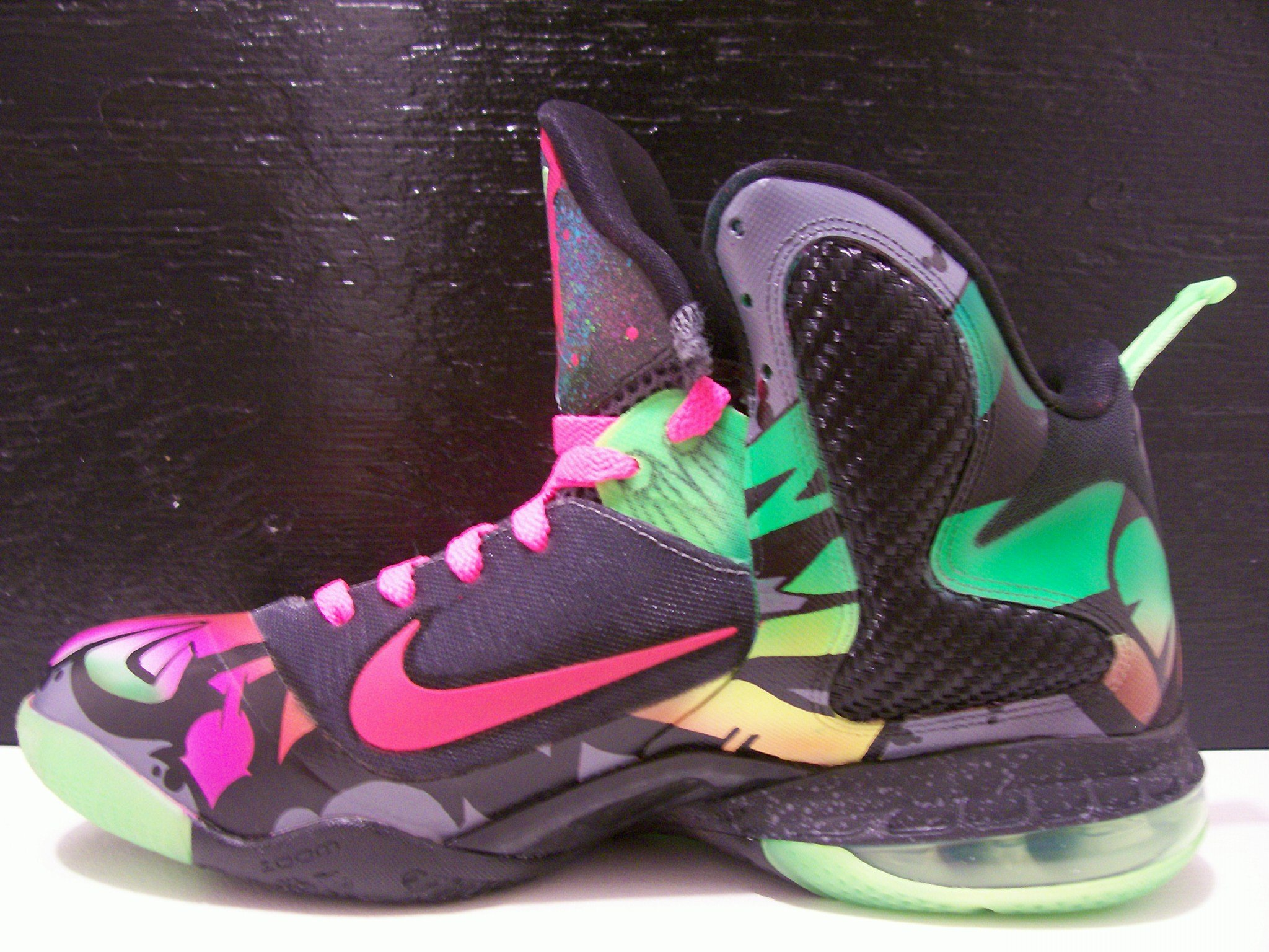 nike-lebron-9-alley-art-custom-by-peculiar-kinetics-studios-2