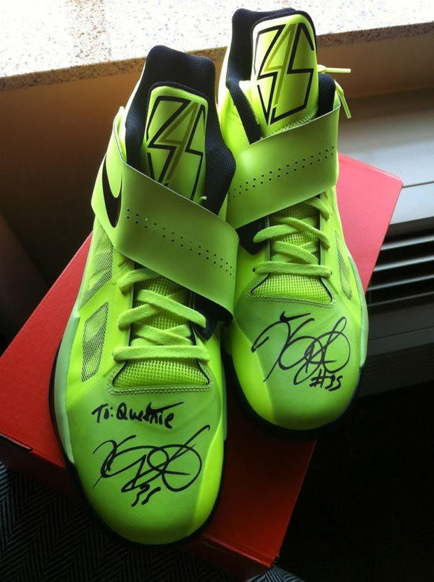 nike-zoom-kd-iv-volt-signed-for-bun-b-wife-queenie-2