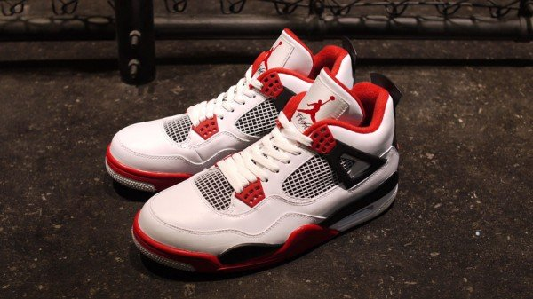 Air Jordan 4 'Fire Red' at mita