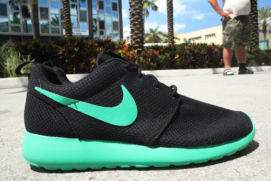 nike roshe run green sole black