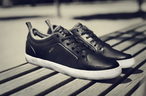 adidas Originals AR D1