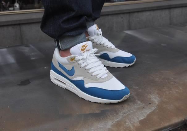 air max 1 white blue