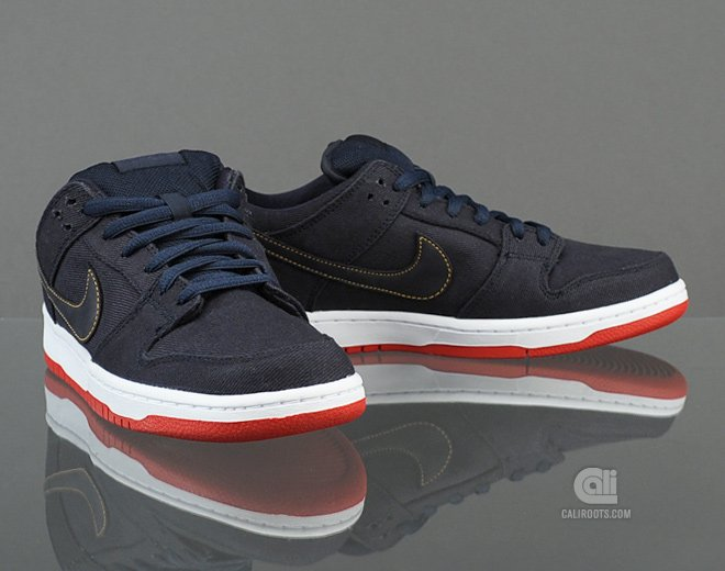 more photos b7bd4 eccbf Levi s x Nike SB Dunk Low  Dark Obsidian  at Caliroots