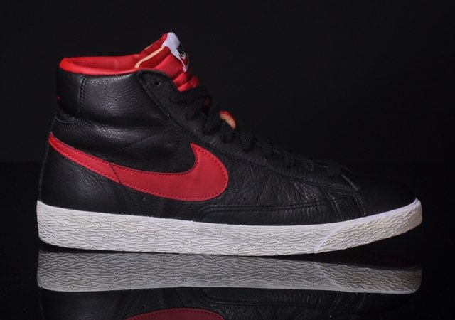 Nike Blazer Mid Premium 'Black/Gym Red-Bright Crimson'